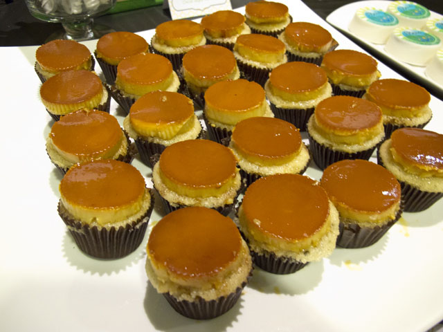 leche flan cupcakes