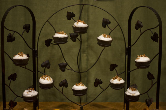 """give thanks"" thanksgiving cupcake tower"