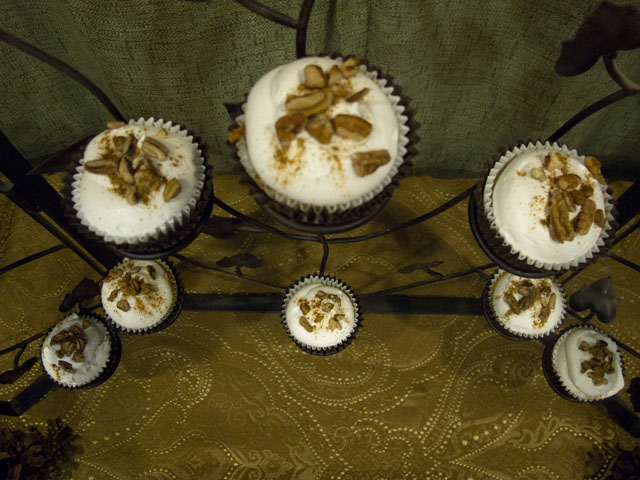 """give thanks"" thanksgiving cupcakes"