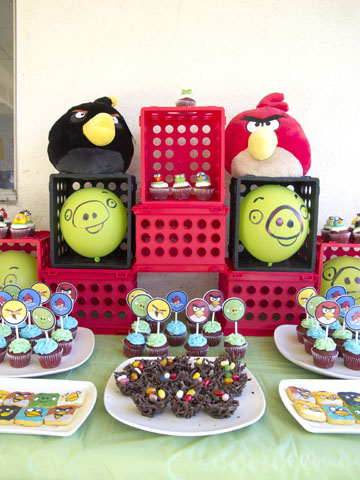 angry birds dessert table