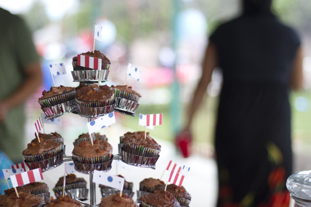 carnival baby shower cupcakes