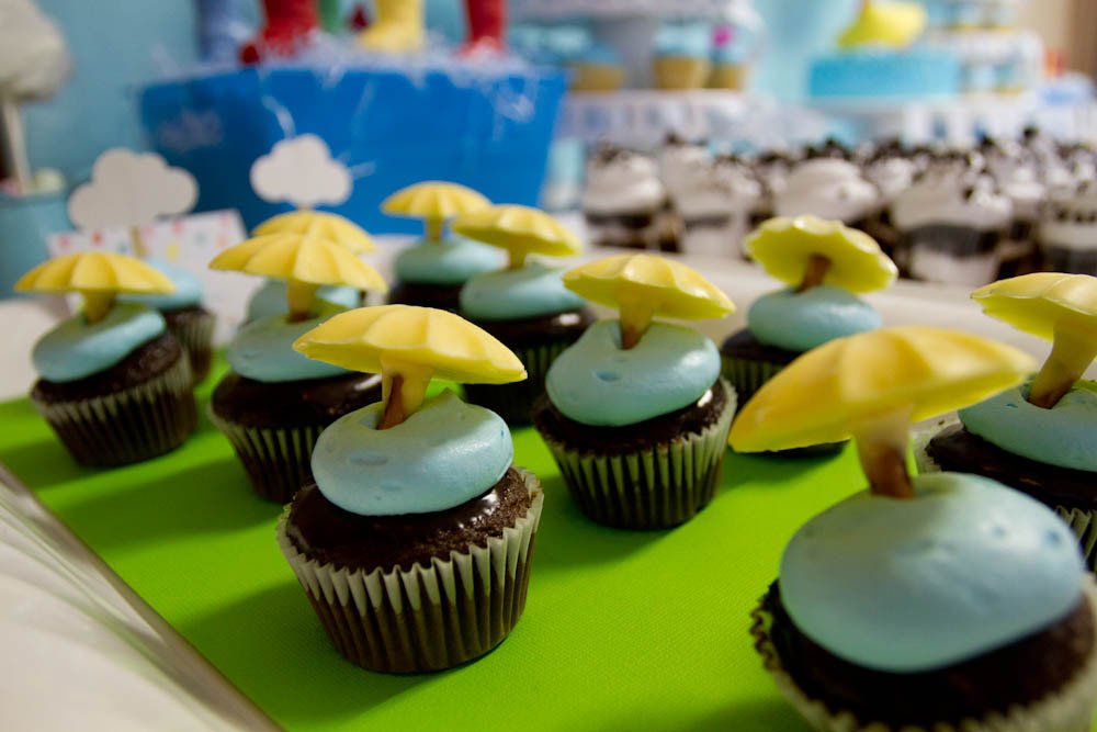 april showers cupcakes with umbrellas
