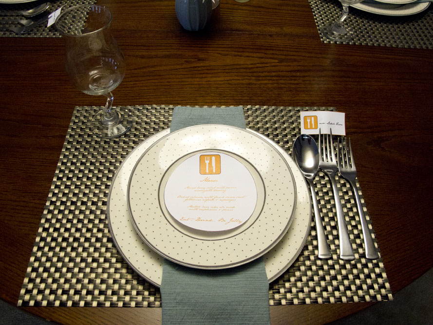 modern dinner party plate setting