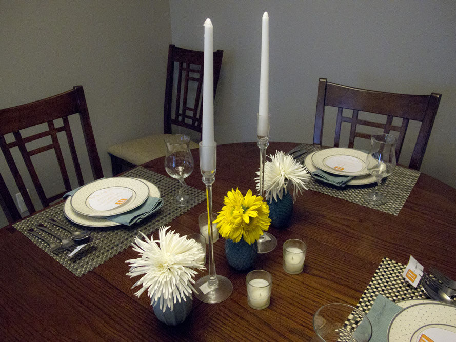 modern dinner party plate setting and flowers