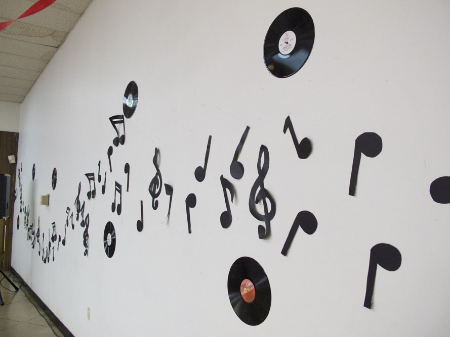 1950s themed Mother's Day Brunch decorations with music notes and records