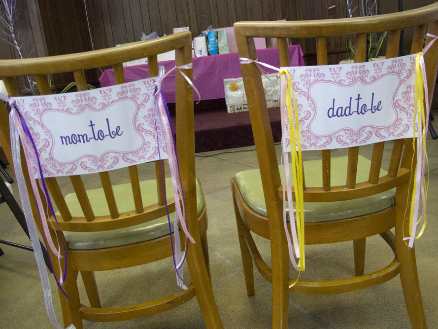 princess baby shower mom-to-be and dad-to-be sign