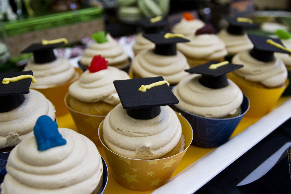 star wars graduation cupcakes and grad cap fondant toppers