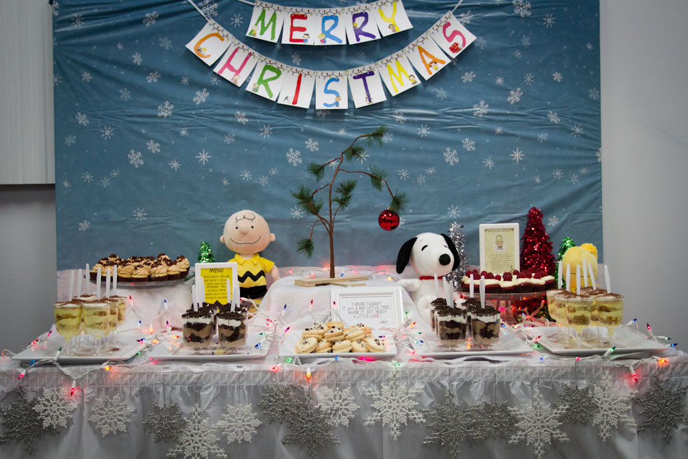 charlie brown christmas dessert table001