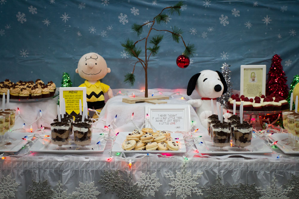 charlie brown christmas dessert table002