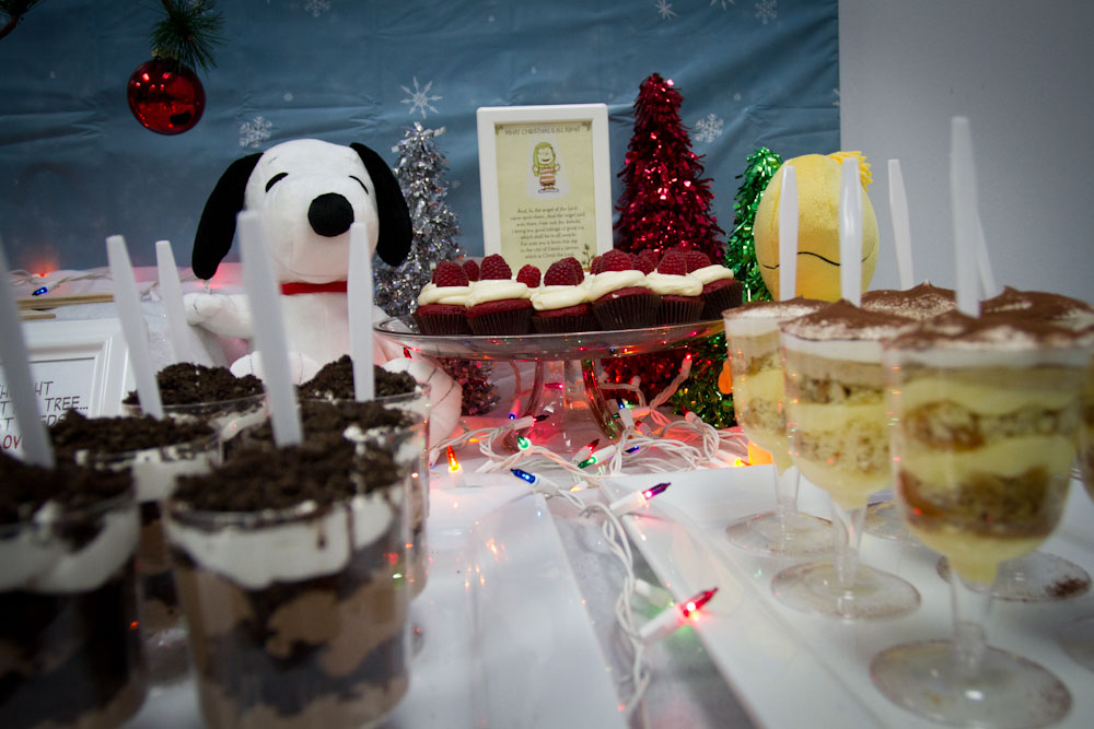charlie brown christmas dessert table004