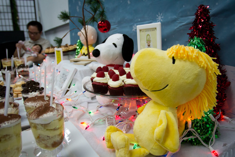 charlie brown christmas dessert table005