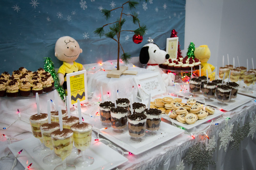 charlie brown christmas dessert table009