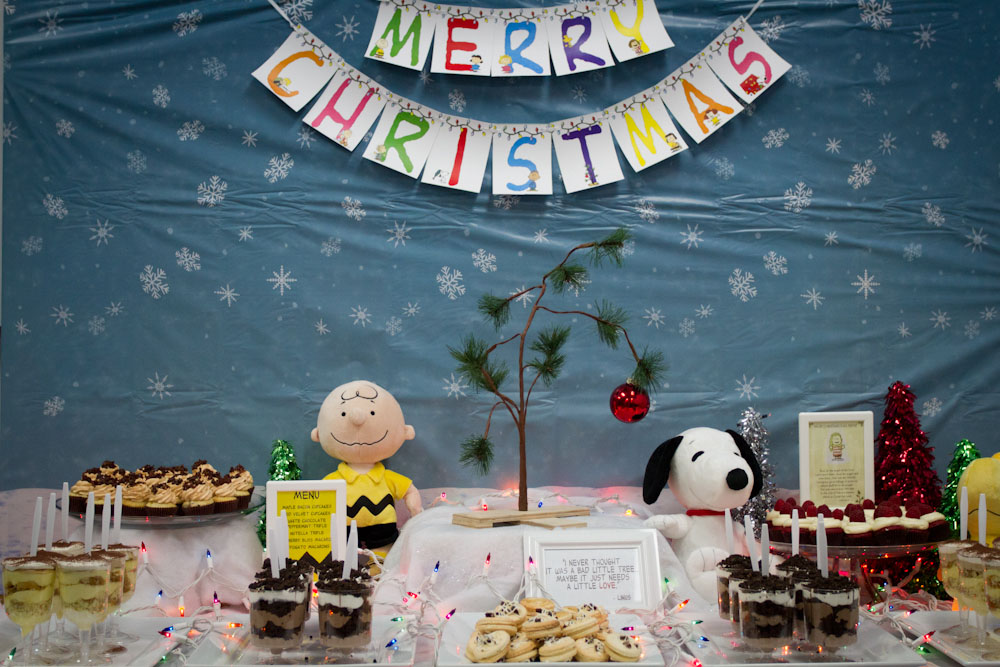 charlie brown christmas dessert table010
