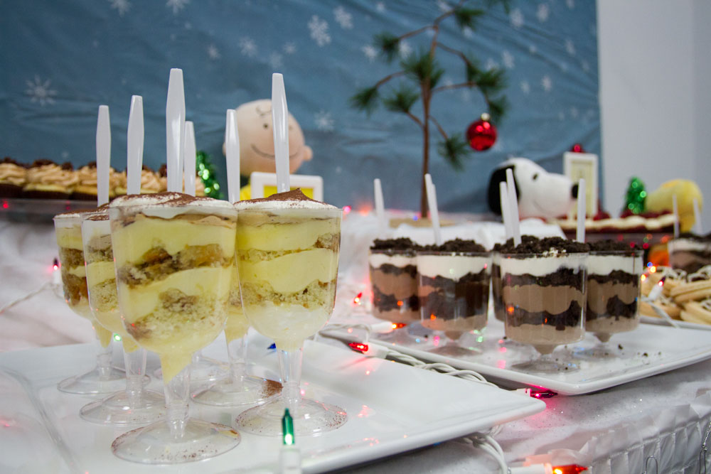 charlie brown christmas dessert table012
