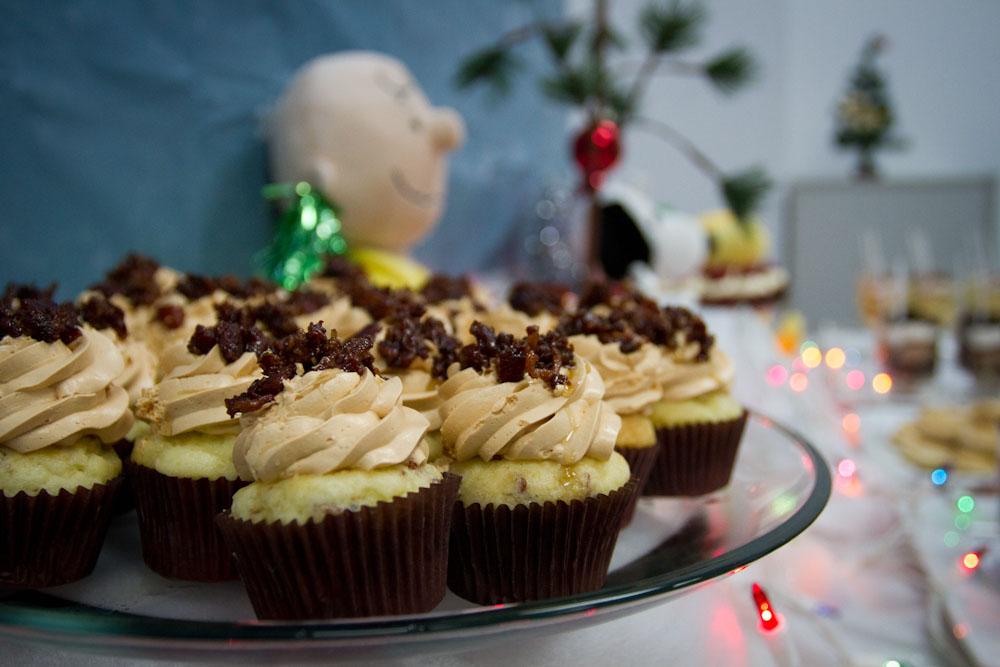 charlie brown christmas dessert table013