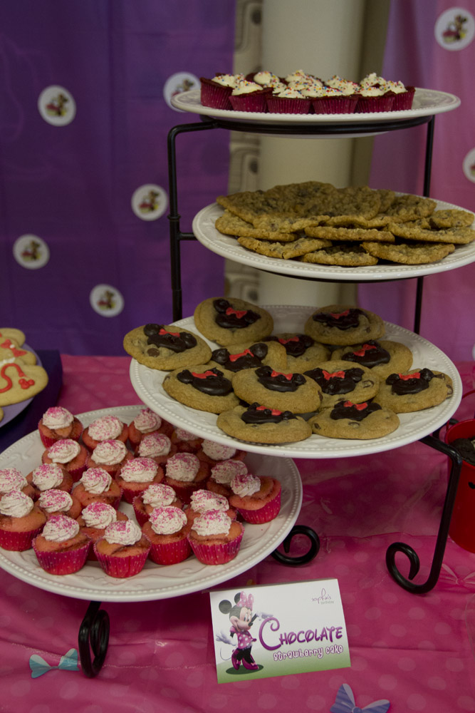 Minnie Mouse Dessert Table-005