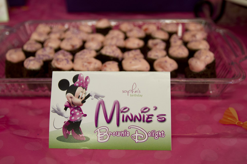 Minnie Mouse Dessert Table-006
