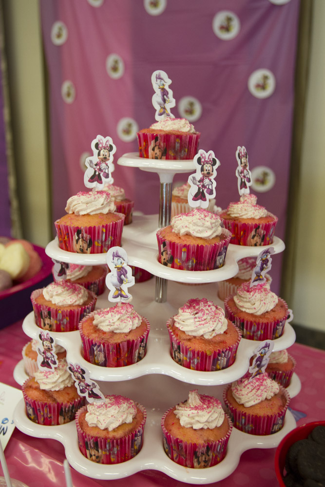 Minnie Mouse Dessert Table-013