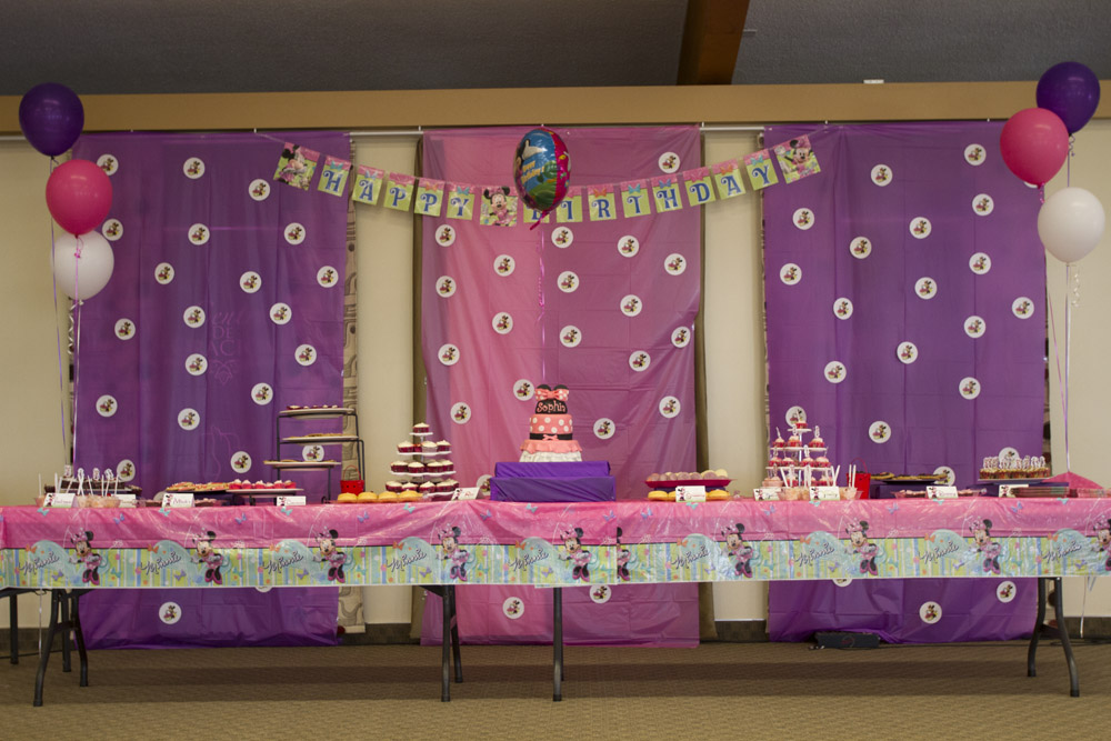 Minnie Mouse Dessert Table-019